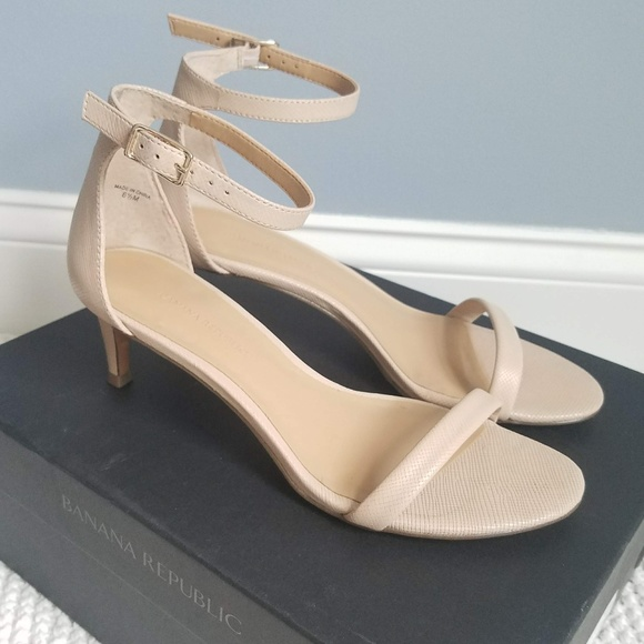 dc0fb9b3fe2 Banana Republic Shoes - Banana Republic Bare Nude Kitten Heel Sandal